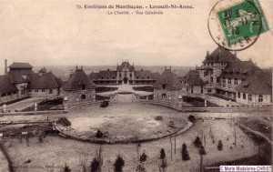 Beaucoup de cartes postales sur le magnifique ensemble de La Charité.
