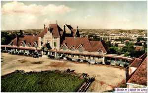 On aperçoit Montluçon avec une urbanisation peu développée.